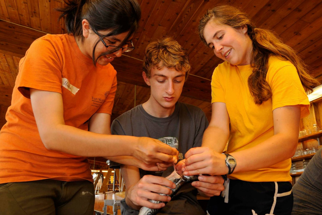Photo of students in the Shoals lab